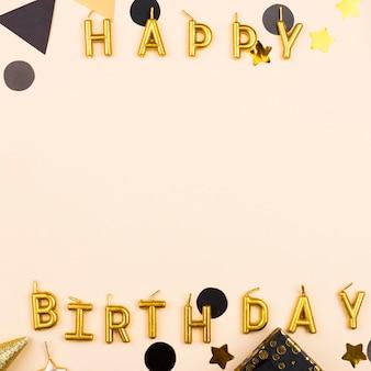 Cornice di candele di compleanno elegante vista dall'alto