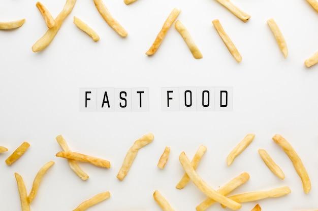 Vista dall'alto della disposizione di patatine fritte