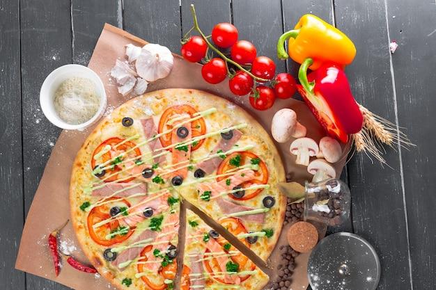 Vista dall'alto della pizza appena sfornata?