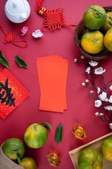 Vista dall'alto di mandarino mandarino maturo fresco con foglie fresche. concetto di frutta del nuovo anno lunare cinese, la parola cinese significa primavera.