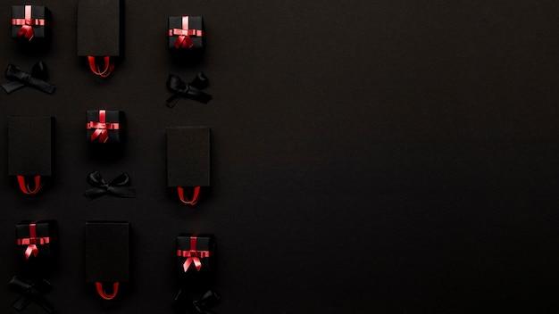 Scatole regalo vista dall'alto su sfondo nero