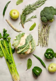Disposizione delle verdure verdi di vista superiore