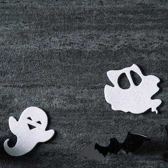 Vista dall'alto della decorazione del concetto di halloween su sfondo ardesia nero scuro.