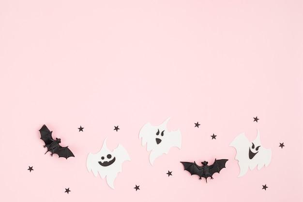 Vista dall'alto della decorazione di halloween con i fantasmi