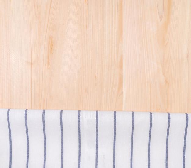 Vista dall'alto di asciugamano e fondo in legno