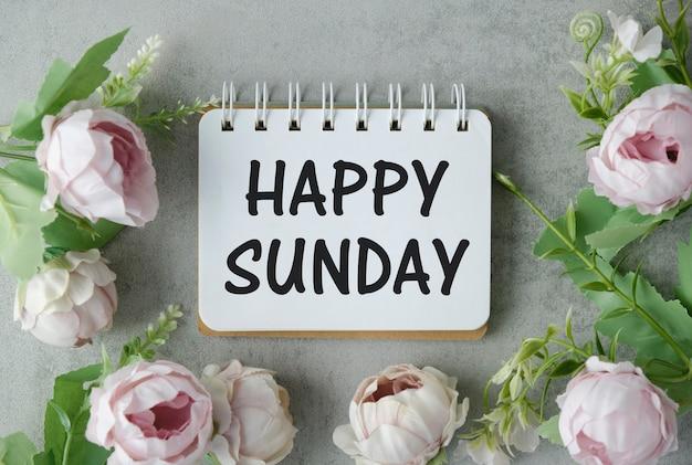 Vista dall'alto happy sunday text in light box flat lay con bouquet di fiori di tulipano