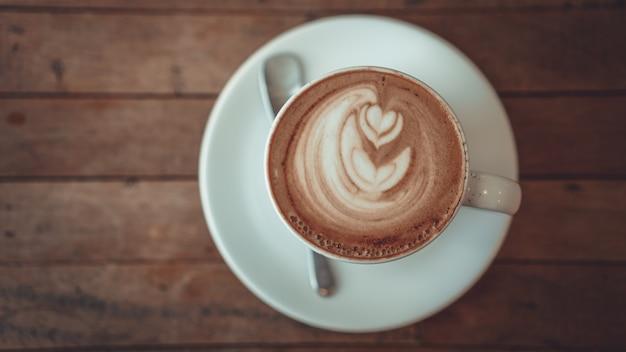 Vista dall'alto di caffè caldo latte