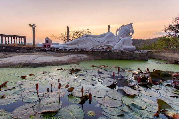Vista superiore hua hin city al lat di khai di khao di wat, provincia di prachuap khirikhan, tailandia