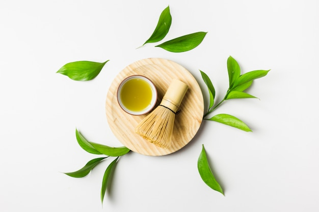 Vista dall'alto della preparazione del tè matcha Foto Premium