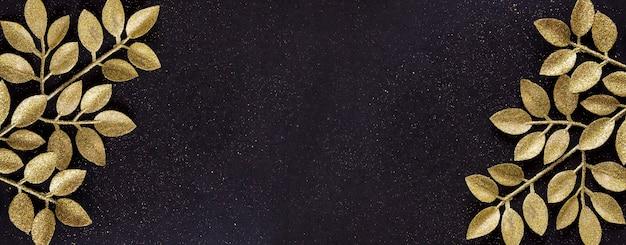 Vista dall'alto buon natale sfondo nero decorato con rami glitter con spazio di copia