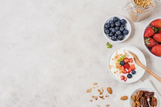 Vista superiore colazione del mattino con spazio di copia