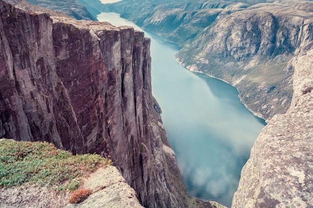 Vista dall'alto del fiordo norvegese Foto Premium