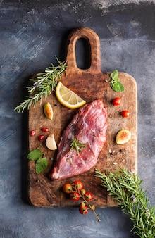 Vista dall'alto del concetto di carne cruda