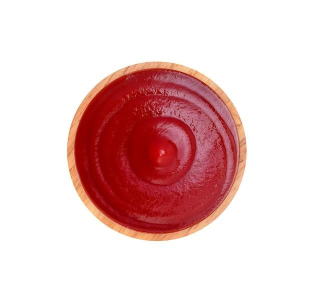 Vista dall'alto di salsa di pomodoro rosso isolato su sfondo bianco