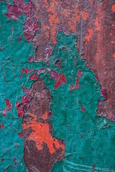 Vista dall'alto della superficie di metallo arrugginito con buccia di vernice
