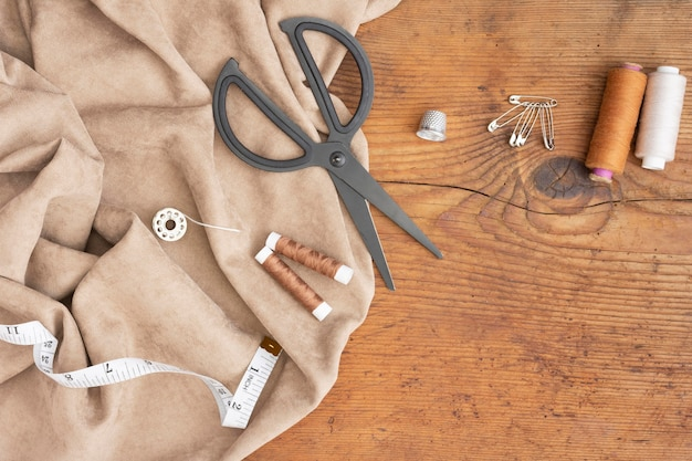 Vista dall'alto accessori per cucire
