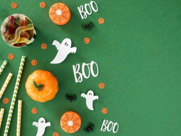 Concetto di halloween spettrale vista dall'alto con lo spazio della copia