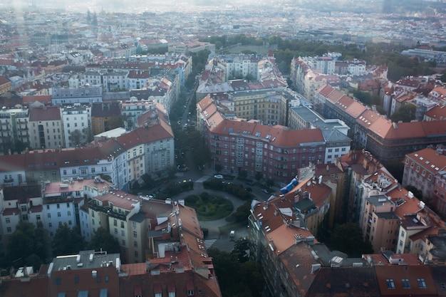 Vista dall'alto di strade ed edifici a praga, repubblica ceca