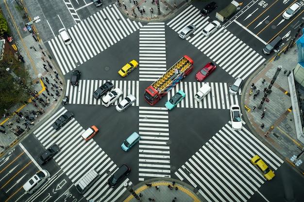 Vista dall'alto della folla di giapponesi non definiti