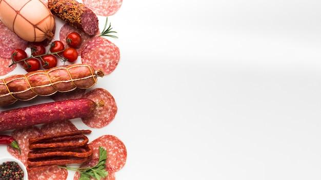 Vista dall'alto varietà di gustose carni con spazio di copia
