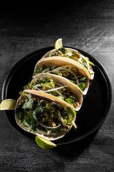 Disposizione di tacos vegetariani vista dall'alto