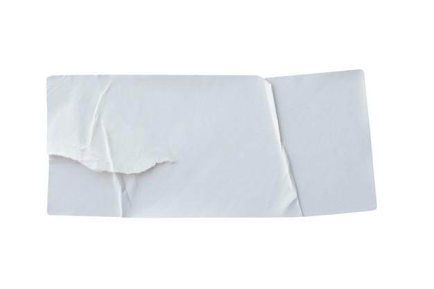 Etichetta adesiva di carta strappata isolata su sfondo bianco