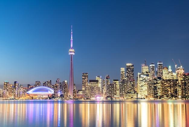 Toronto skyline della città di notte, ontario, canada