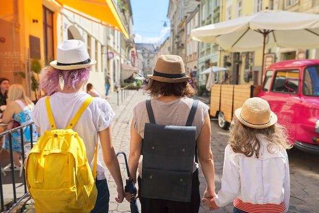 Turismo, vacanze in famiglia, relazioni.