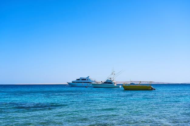 Barche turistiche nel mar rosso