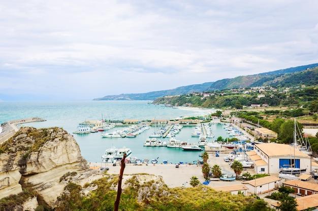 Il porto turistico di tropea è un porto turistico della costa tirrenica
