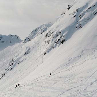 Turisti che sciano, whistler, columbia britannica, canada