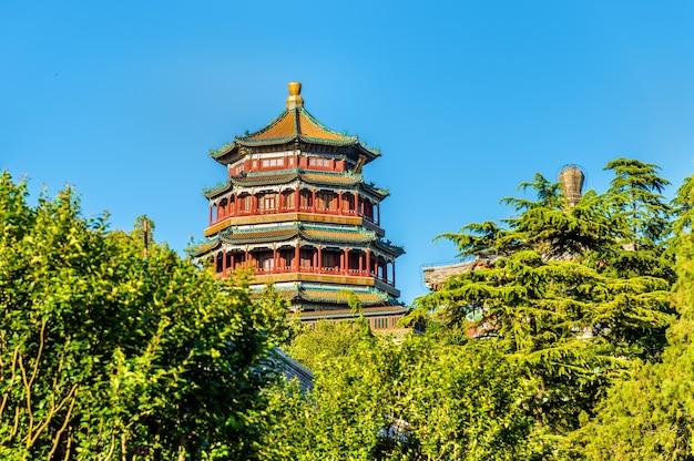 Torre di incenso buddista nel palazzo d'estate - pechino, cina