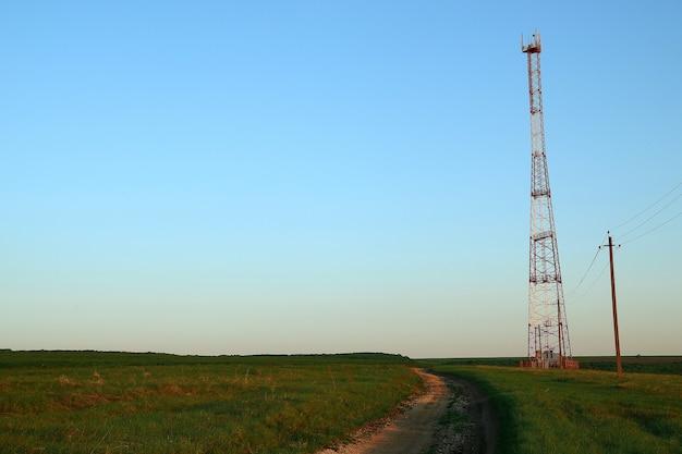 Torre di amplificazione e ricezione della comunicazione cellulare