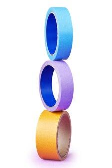 Torre costruita con tre rotoli di nastro adesivo di colore diverso.