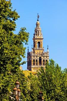 Torre di plaza de espana, siviglia, spagna