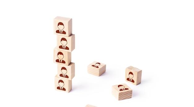 Torre di blocchi del personale creazione di team building e controllo della società aziendale assegnazione di lavoratori a un nuovo progetto