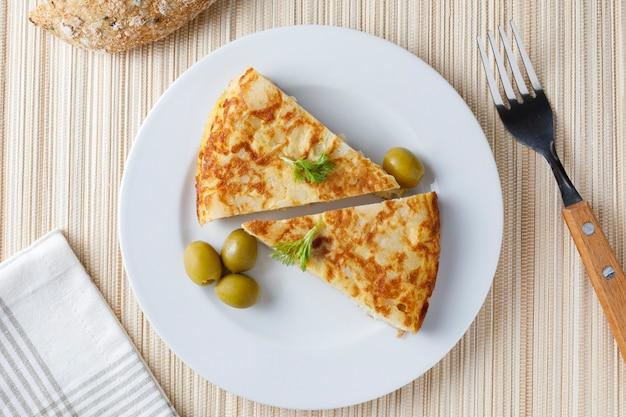 Omelette spagnola tradizionale con prezzemolo