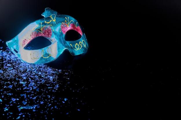 Maschera di carnevale della tradizione per il ballo in maschera. festa ebraica purim.