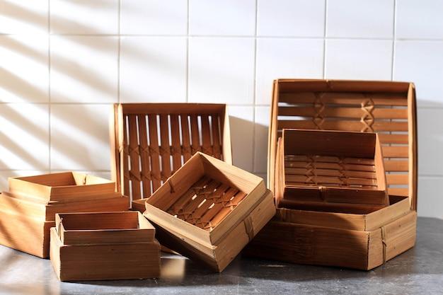 Piroscafo tradizionale asiatico in bambù quadrato con varie dimensioni, solitamente utilizzato per il vapore dim sum