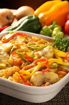 Piatto tradizionale brasiliano chiamato moqueca de peixe.