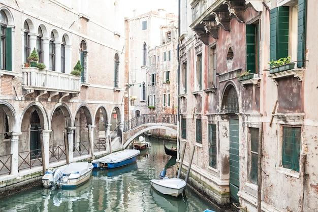 Canale tradizionale di venezia da uno dei punti panoramici più belli