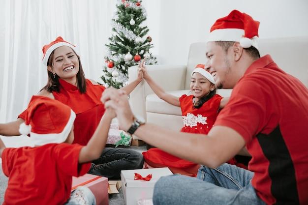 Tradizionale festa di natale in casa asiatica