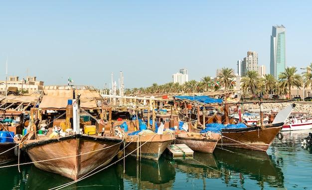 Barche da pesca tradizionali a kuwait city