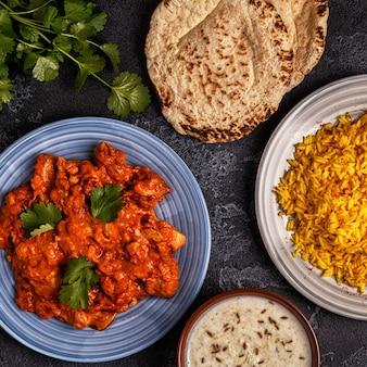 Curry indiano tradizionale con riso