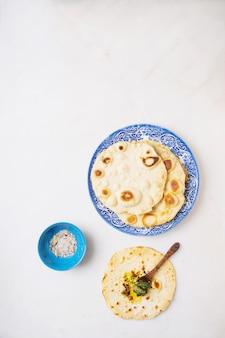Focaccia indiana tradizionale del pane piano