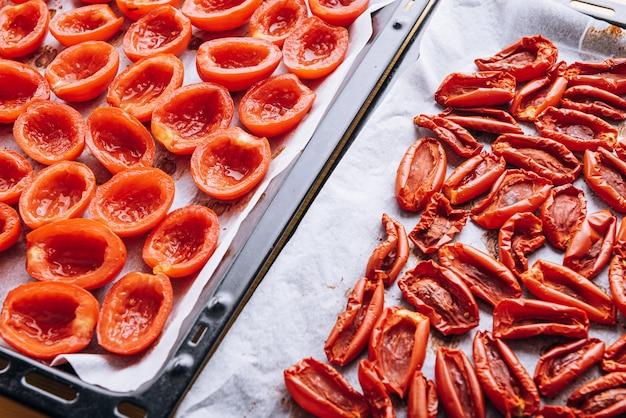 Cibo tradizionale italiano, pomodori secchi fatti in casa.