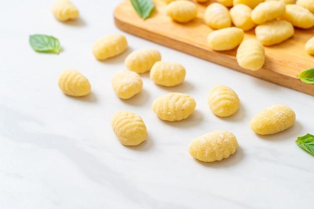 Pasta gnocchi italiana tradizionale - cruda