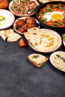 Cibo tradizionale ebraico israeliano e mediorientale