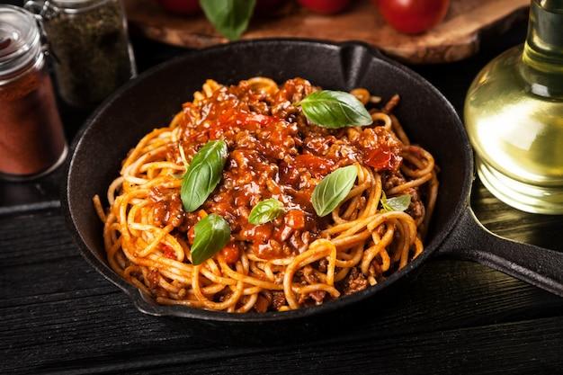 Spaghetti alla bolognese tradizionale Foto Premium