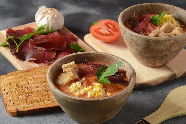 Zuppa di crema di pomodoro andalusa spagnola tradizionale salmorejo